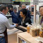 """Em Berlim, Ministra da Agricultura diz que """"temos, cada vez mais, de transitar para meios de produção biológica"""""""