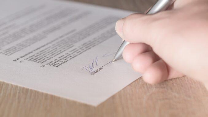 Assinatura de um protocolo com Associação de Borba