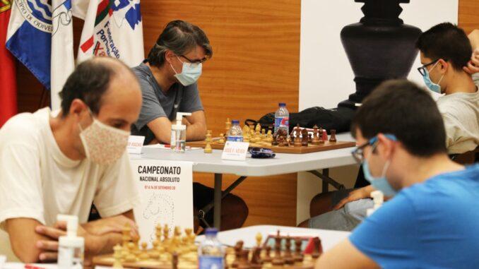 Equipa de Montemor-o-Novo no campeonato absoluto de xadrez