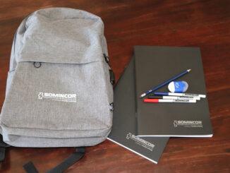 Kit escolar oferecido pela SOMINCOR