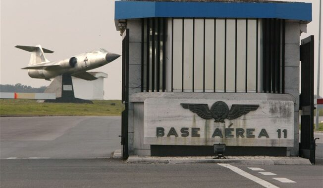 Estado Maior da Força Aérea remove cobertura de fibrocimento de edifício da Base Aérea de Beja