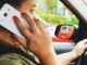 Telemóvel a conduzir