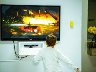 Criança televisao