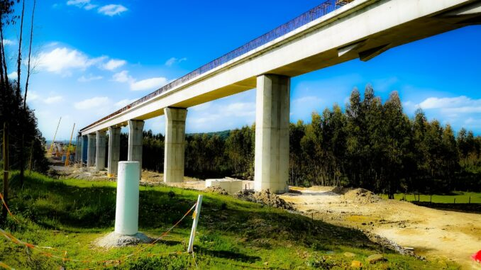 Ponte da linha férrea Évora-Caia