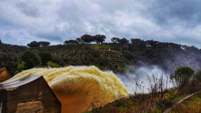 Descarga de barragem