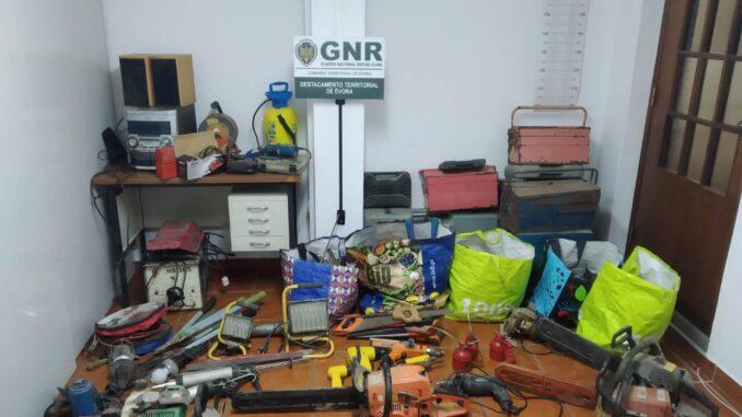 Material recuperado em Redondo