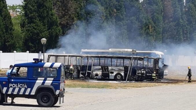 Autocarros queimados